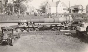 WWII gun arrives at the Tiverton Railroad bound for Little Compton battery